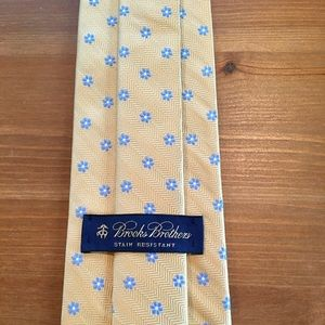 Brooks Brothers yellow and blue tie